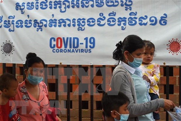 Cambodge et Laos soulignent la cooperation multilaterale dans le combat contre le COVID-19 hinh anh 1