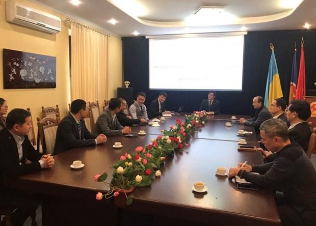 L'ambassadeur Nguyen Hong Thach rencontre des representants d'entreprises vietnamiennes en Ukraine hinh anh 1