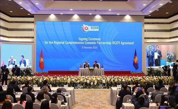 13e Congres national du Parti: un chercheur singapourien impressionne par les succes du Vietnam hinh anh 2