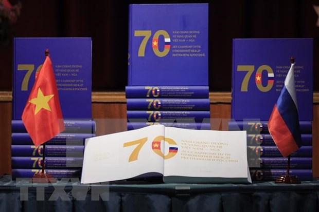 Presentation d'un livre sur 70 ans des relations Vietnam-Russie hinh anh 1
