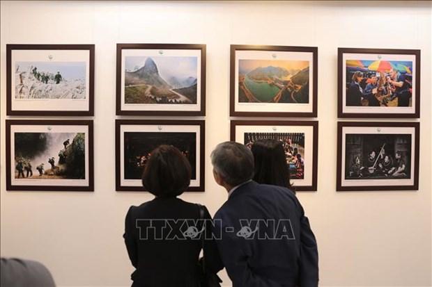 Une exposition de photos sur les zones frontalieres du Vietnam s'ouvre a Hanoi hinh anh 2