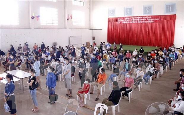 COVID-19: assistance des Vietnamiens infectes au Laos hinh anh 1