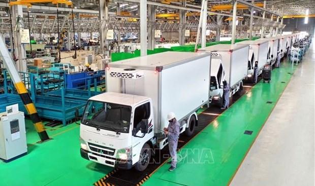 COVID-19 : Thaco fait don de camions specialises pour le transport des vaccins et la vaccination hinh anh 2