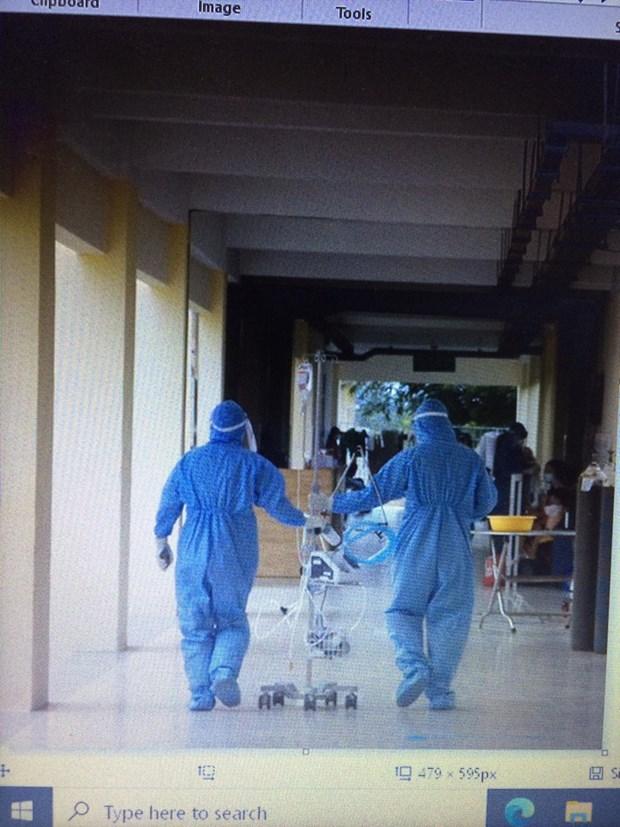 D'anciens patients du COVID-19 se portent volontaires pour servir la communaute hinh anh 1