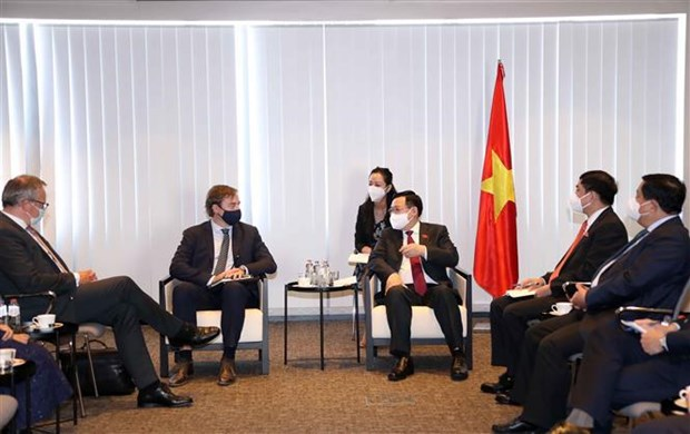 Le president de l'AN rencontre des dirigeants de plusieurs groupes economiques en Belgique hinh anh 2