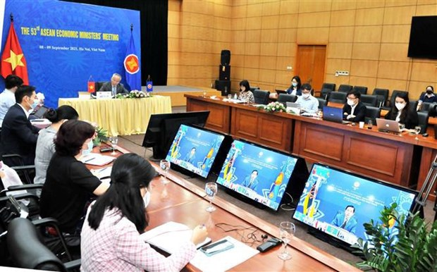 Les ministres de l'Economie de l'ASEAN adoptent la feuille de route de Bandar Seri Bagawan hinh anh 2