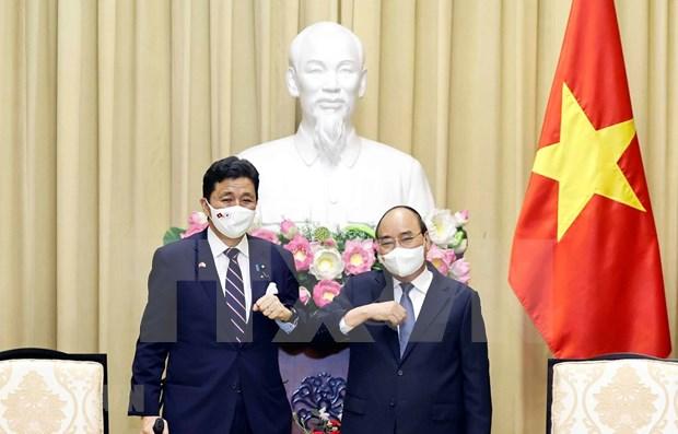 Le president Nguyen Xuan Phuc recoit le ministre japonais de la Defense hinh anh 1
