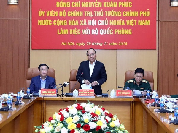  Le PM Nguyen Xuan Phuc travaille avec les dirigeants du ministere de la Defense hinh anh 1