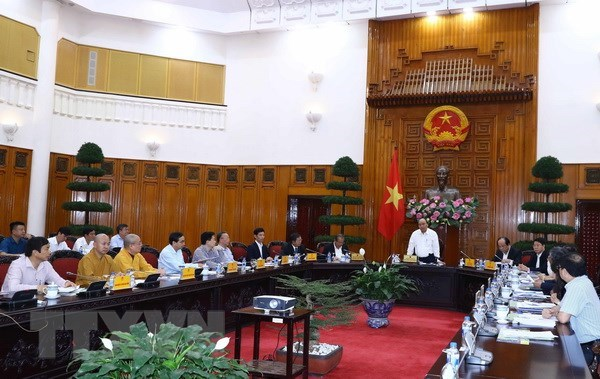 Le PM Nguyen Xuan Phuc preside une reunion sur l'organisation du Vesak 2019 hinh anh 1
