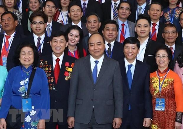 Rencontre du Premier ministre avec des Viet kieu de retour au pays pour le Tet hinh anh 1