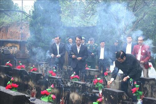 Des activites de reconnaissance aux morts pour la Patrie hinh anh 1