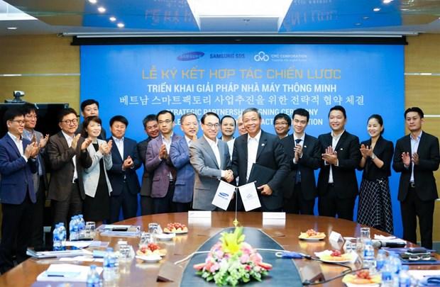 Samsung coopere avec le groupe vietnamien des technologies CMC hinh anh 1