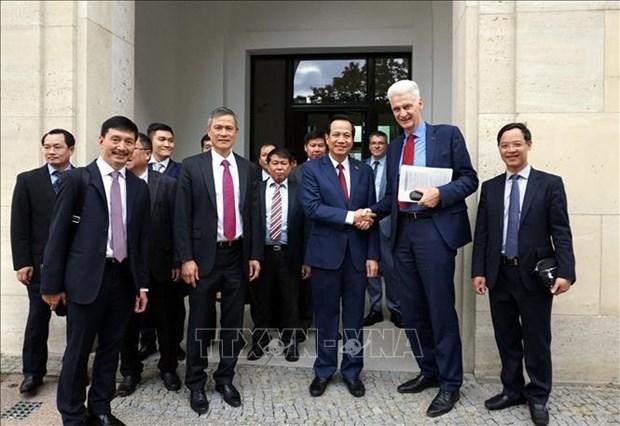 Le Vietnam etudie le « systeme dual » de l'Allemagne hinh anh 1