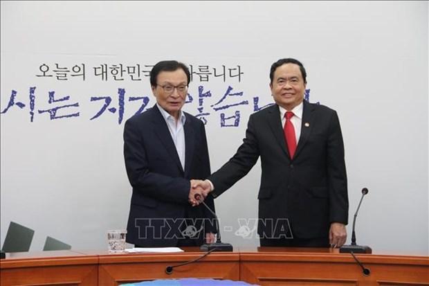 Une delegation du Front de la Patrie du Vietnam en visite de travail en R. de Coree hinh anh 1