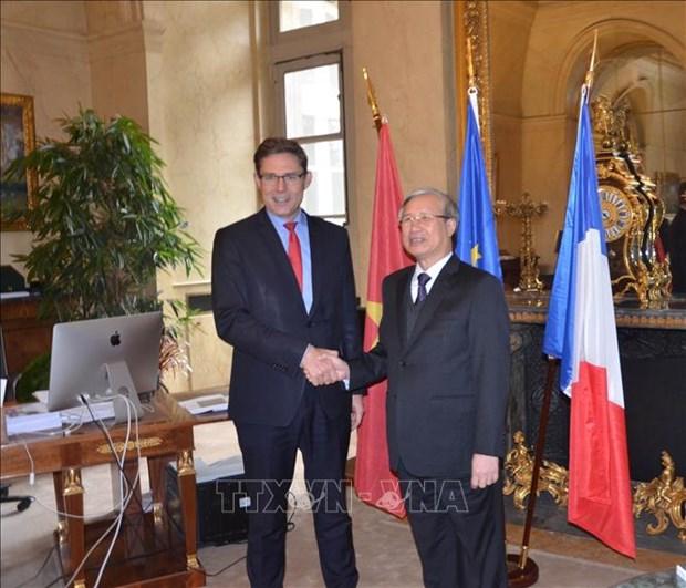 Une delegation du PCV en visite en France hinh anh 1