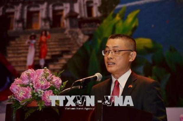 Le diplomate vietnamien donne un expose sur la politique exterieure du Vietnam au Cambodge hinh anh 1