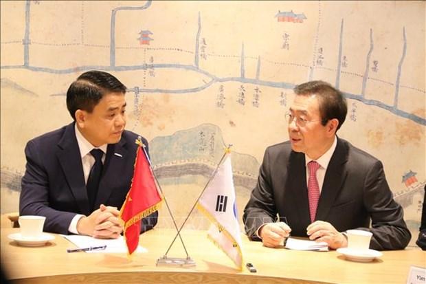 Une delegation de Hanoi en visite de travail en R. de Coree hinh anh 1