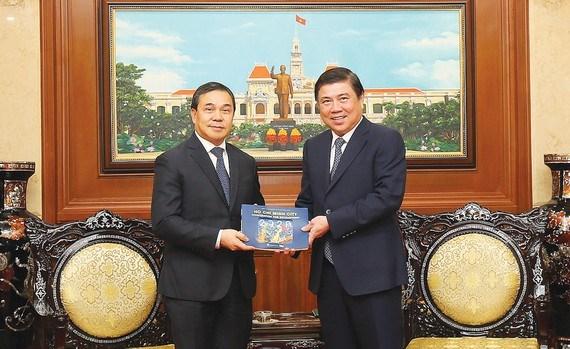 HCM-Ville resserre ses relations avec les localites laotiennes et hongroises hinh anh 1