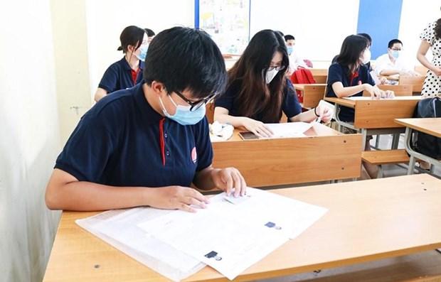 COVID-19 : l'examen de fin d'etudes secondaires commence en toute securite hinh anh 1