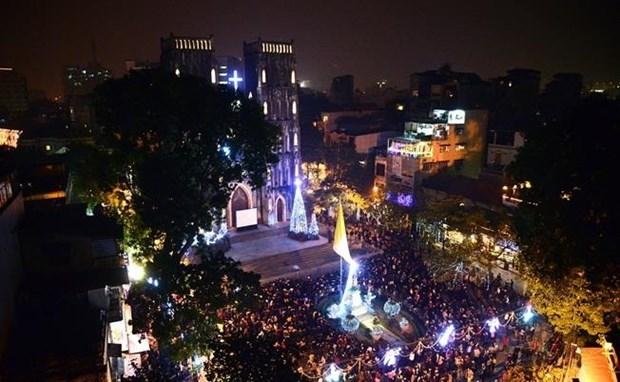 L'atmosphere de Noel s'empare Hanoi hinh anh 1