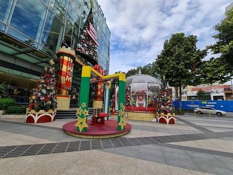 Ho Chi Minh-Ville : le marche d'articles de Noel bat son plein hinh anh 2