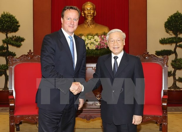 Le Secretaire general Nguyen Phu Trong recoit le PM David Cameron hinh anh 1