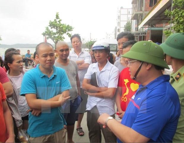 Crues : efforts pour rapatrier les touristes bloques sur l'ile de Co To hinh anh 1