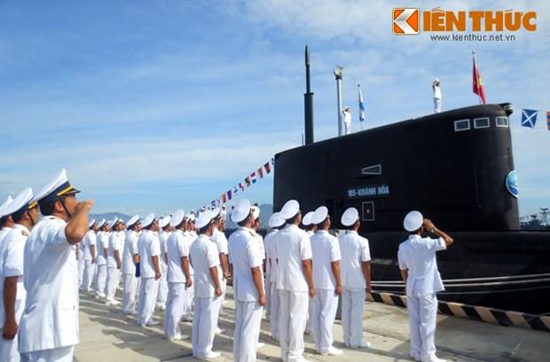 Ceremonie de lever du drapeau national sur deux nouveaux sous-marins hinh anh 1