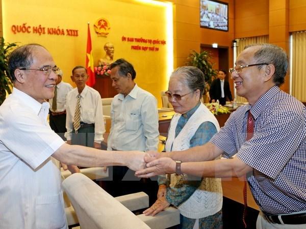 Nguyen Sinh Hung rencontre des deputes de la province d'An Giang hinh anh 1