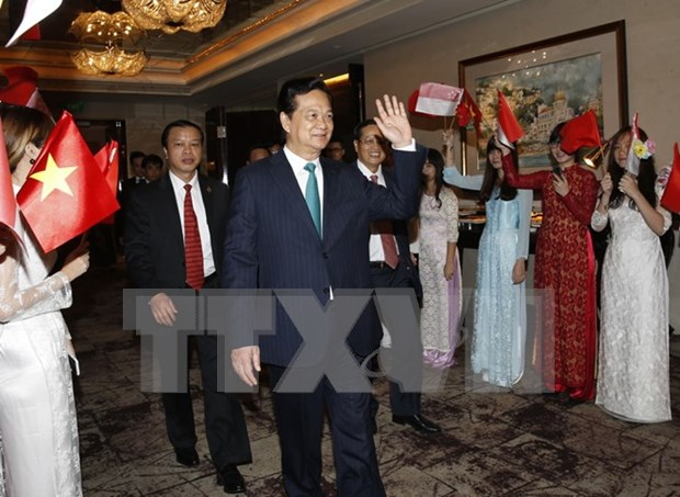 Le PM Nguyen Tan Dung arrive a Singapour hinh anh 1