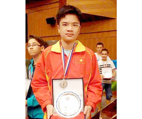Echecs : trois medailles d'or pour le Vietnam aux Championnats d'Asie junior 2015 hinh anh 1