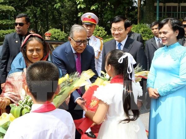 Le president bangladais termine sa visite d'Etat au Vietnam hinh anh 1