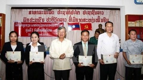Cloture du 1er cours de langue vietnamienne destine aux cadres laotiens hinh anh 1