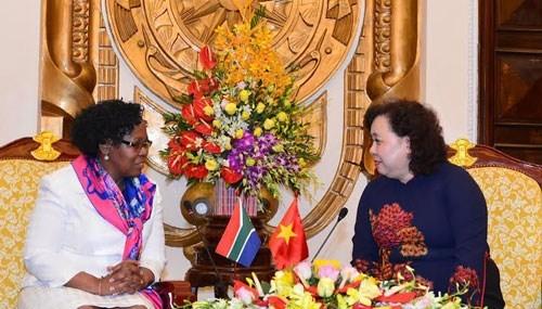 Hanoi et Johannesburg echangent des experiences sur la protection des femmes hinh anh 1