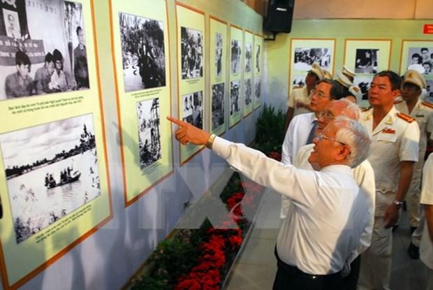 Exposition de 300 objets sur l'insurrection generale d'aout 1945 hinh anh 1