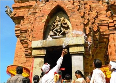 Ninh Thuan : la ceremonie de sollicitation de la tranquillite des Cham hinh anh 2