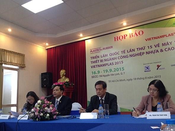 Plus de 300 entreprises a l'exposition VietnamPlas & VietnamRubber 2015 hinh anh 1