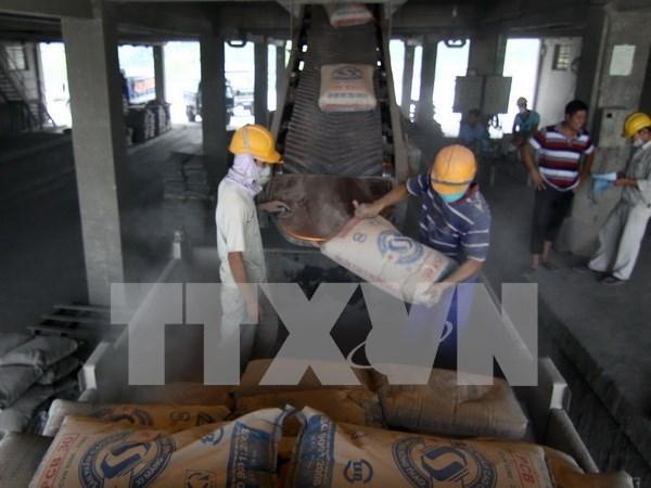 Plus de 410 millions de dollars d'exportations de ciment et de clinker en sept mois hinh anh 1
