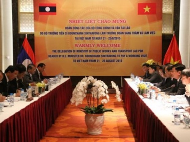 Vietnam et Laos bostent leur cooperation dans les transports et communications hinh anh 1