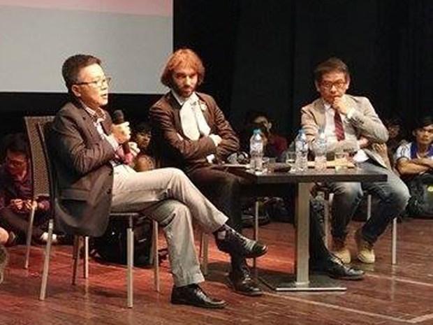Rencontre avec les Professeurs Cedric Villani et Ngo Bao Chau a Hanoi hinh anh 1