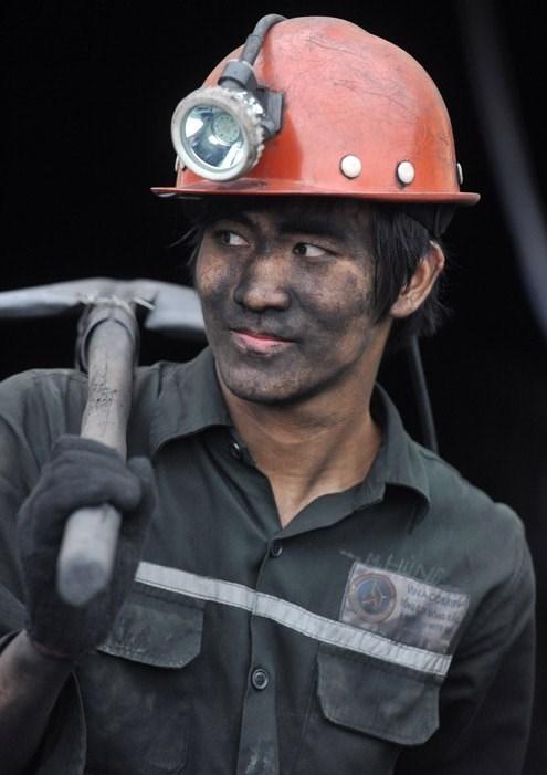 « Une journee de mineur » pour des touristes a Quang Ninh hinh anh 1