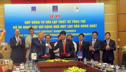 Signature d'un contrat de conception pour l'agrandissement de la raffinerie de Dung Quat hinh anh 1