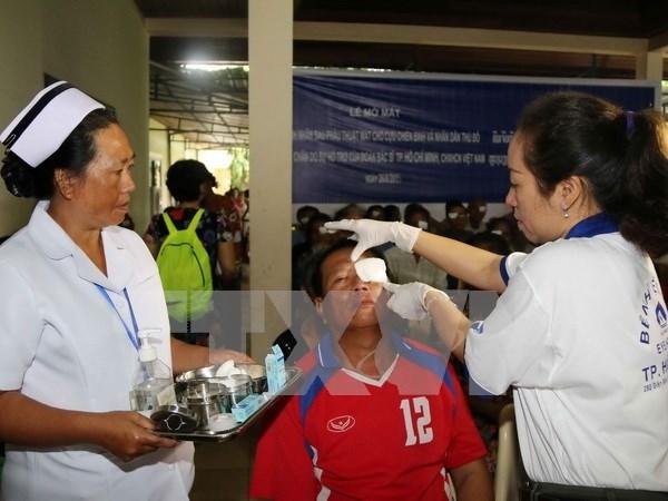 Soins ophtalmologiques gratuits pour les pauvres laotiens hinh anh 1