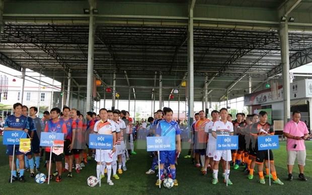 Tournoi de football pour les Vietnamiens au Laos hinh anh 1