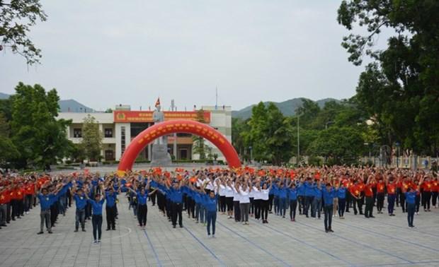 Les jeunes de Cao Bang et du Guangxi a un festival de l'amitie hinh anh 1