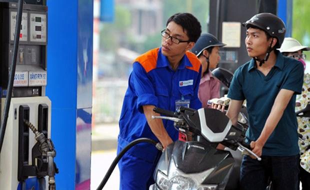 Le prix de l'essence en baisse de pres de 1.200 dongs le litre hinh anh 1