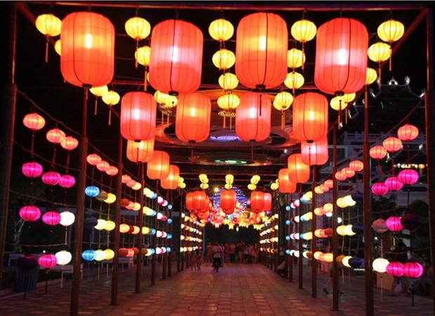 Mi-automne : a la decouverte de la plus longue route des lanternes au Vietnam hinh anh 1