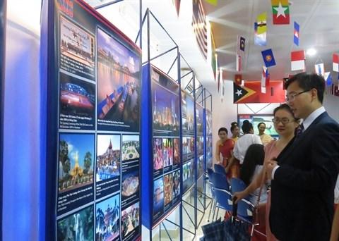 Le developpement de l'ASEAN retrace dans une exposition photos hinh anh 1