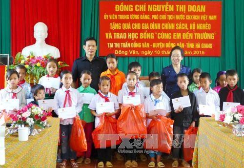 La vice-presidente rend visite aux foyers pauvres de Ha Giang hinh anh 1