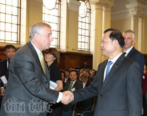 Forum economique du Vietnam a Londres hinh anh 1